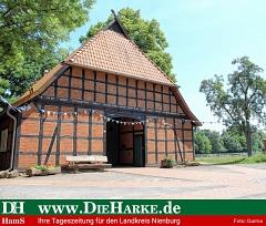 Rechts neben Vogelers Haus soll das Mehrgenerationenhaus mit einer Großtagespflegestelle entstehen.©Heimatverein Holtorf